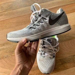 Nike Air Zoom Vomero Womens Running Shoes